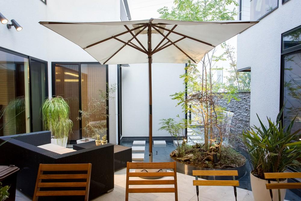 お客様の想いに寄り添った「完全自由設計の家」をつくる、地域密着の工務店です。