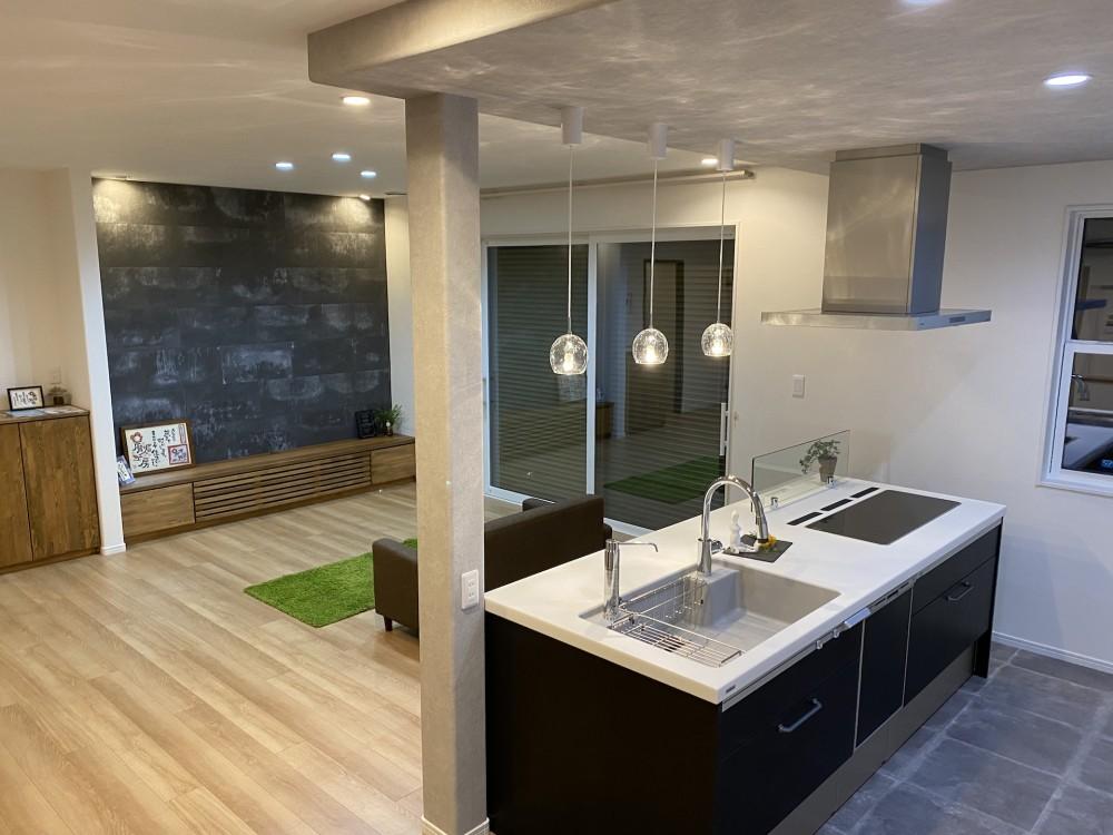 お客様からヒアリングした要望を反映してクロスや床材、スイッチ、照明、ドアなどを選んで提案!素敵な空間一緒に作りましょう。