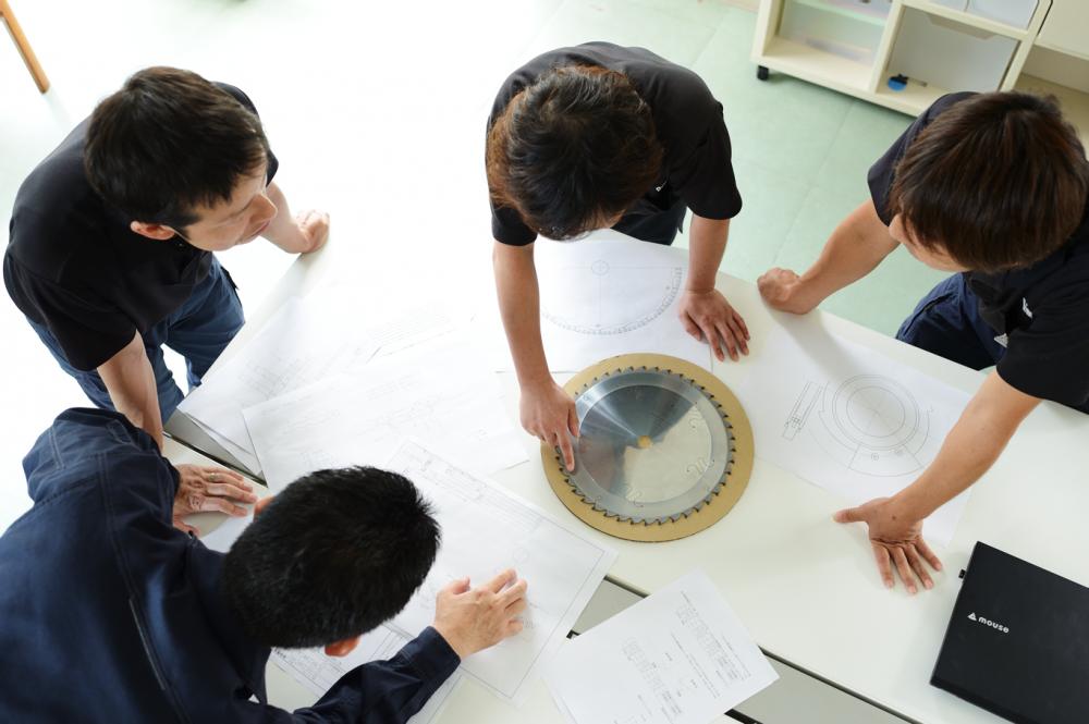 社内の各部署と協力し合い、お客様の課題を解決へ導きます