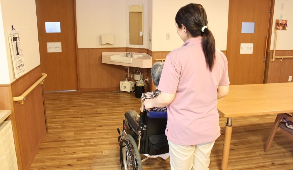 【常勤介護ヘルパー 経験・年齢不問 無資格の方への資格取得支援制度(無償)あり|待遇◎従業員定着率抜群】